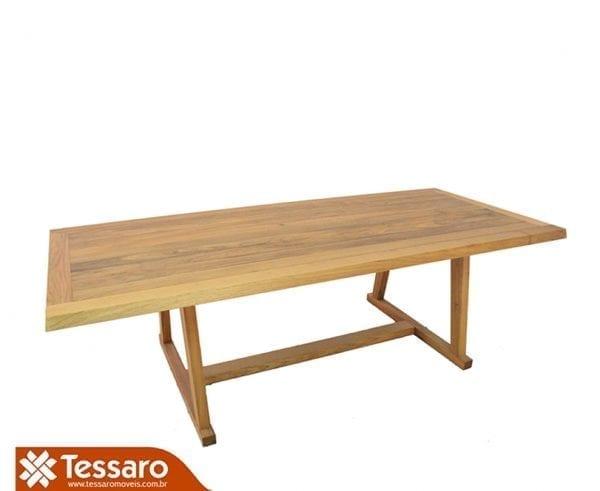 Mesa em madeira bérgamo