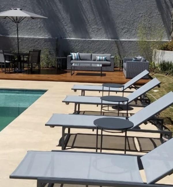 Decoração área externa - piscina em condomínio