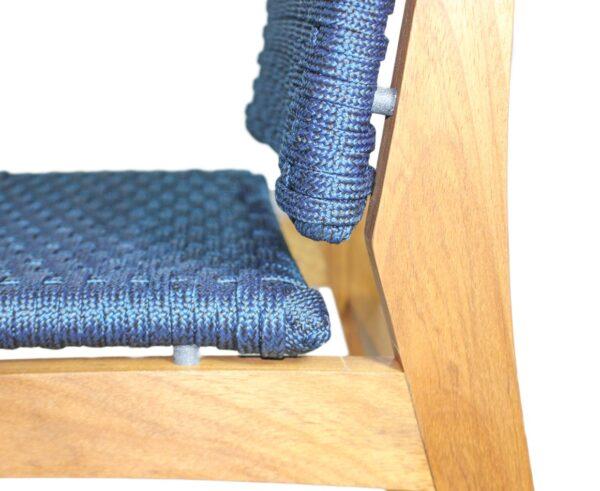 Detalhe lateral cadeira em corda náutica e madeira freijó