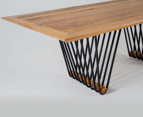 Mesa em alumínio e madeira Mantiqueira